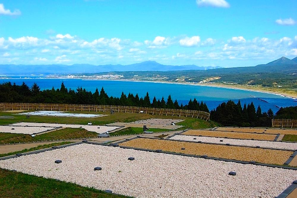 夷王山の山上にある勝山館跡
