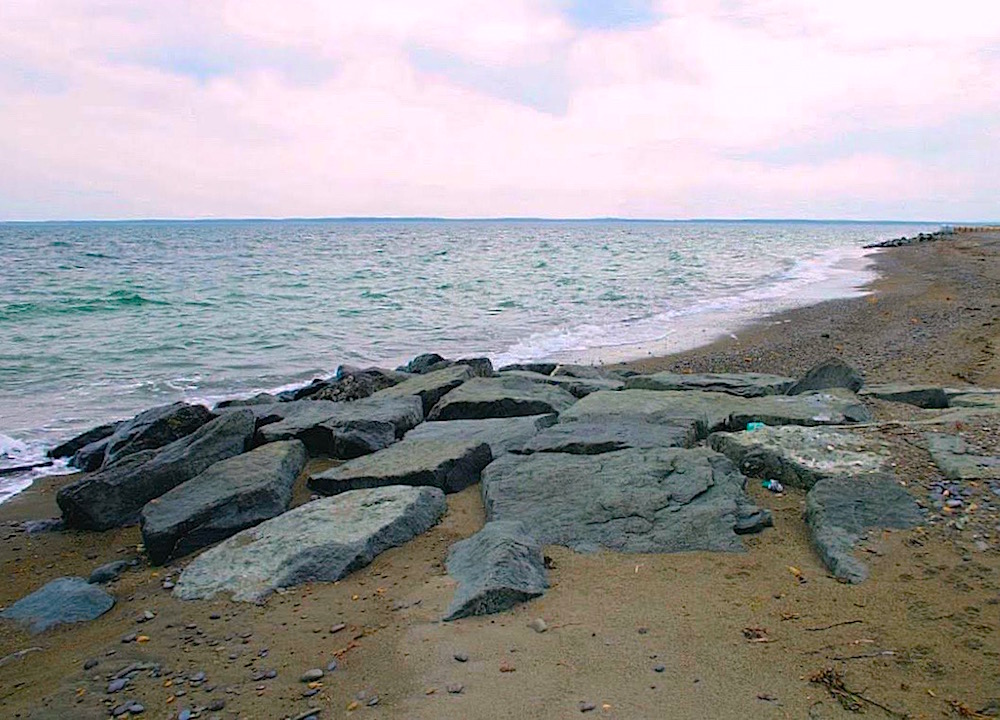 アラハマワンドにはかつて漁業に使っていた敷石が残されています
