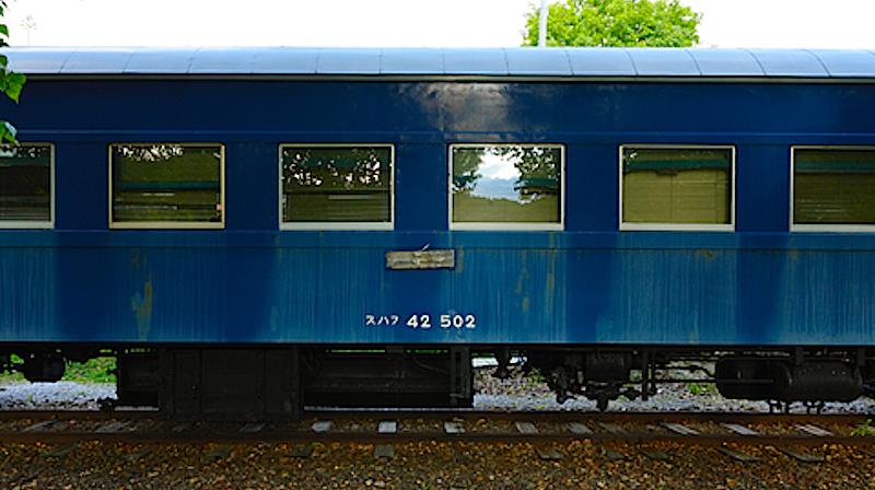 スハ43形の優等列車向けに昭和26年に登場した3等座席緩急車スハ42系。スハフ42502