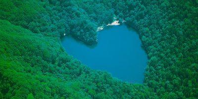 ハート形の湖、豊似湖は神の沼!